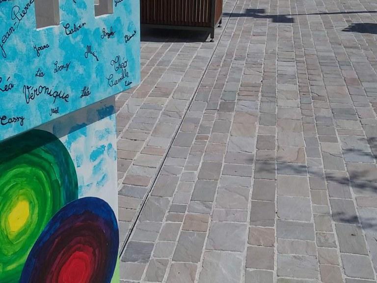 ULMA-Entwässerungsrinnen mit Schlitzaufsatz in der Stadtverwaltung von Ballan-Miré (Frankreich)