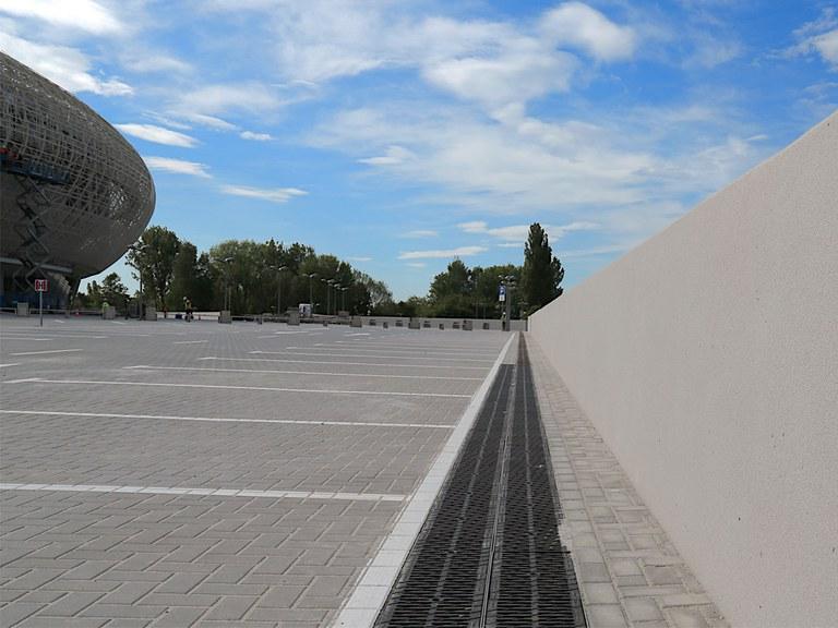 Entwässerungsrinnen in der Kraków Arena- Polen