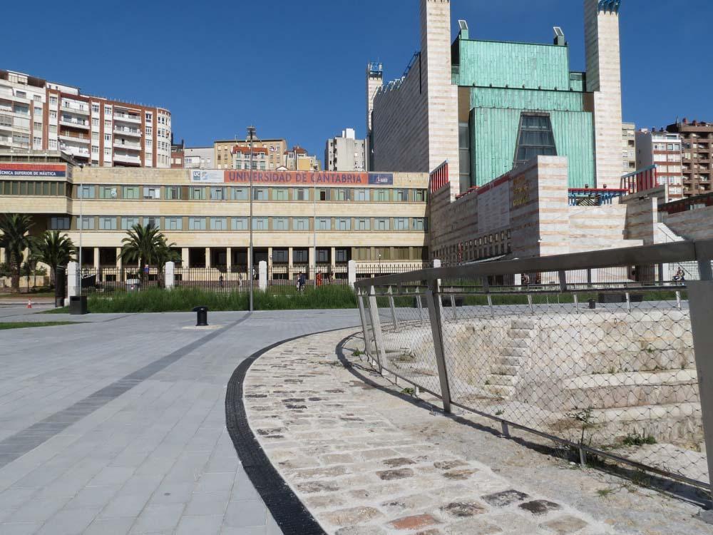 ULMA-Entwässerungsrinnen in der sanierten Gamazo-Mole in Santander