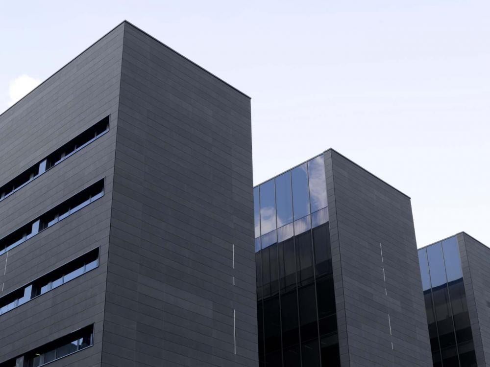 Hinterlüftete Fassade von ULMA bei der Sanierung des Frontón Miribilla, BILBAO
