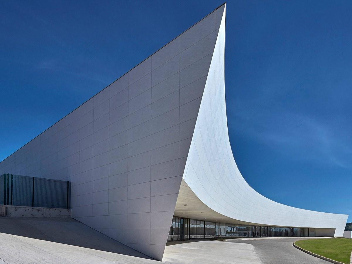 Hinterlüftete ULMA-Fassade an der Zerrenner-Stiftung in Brasilien