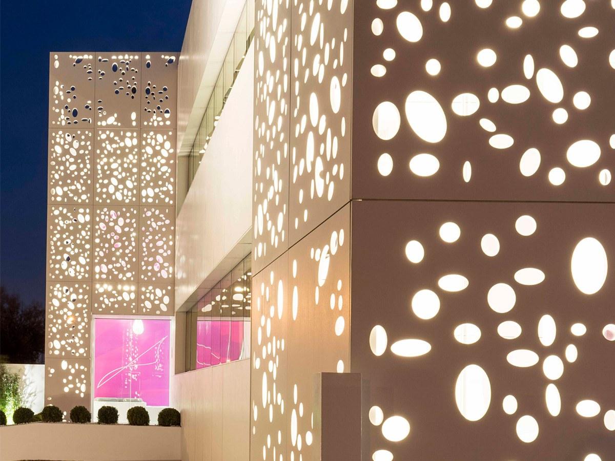 ULMA renoviert die Fassade von Essential Compositions in Gandia