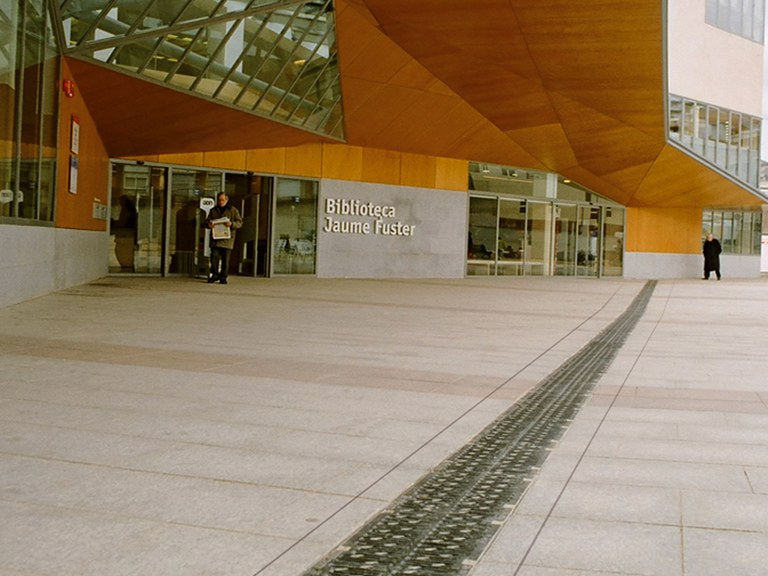 Jaume Fuster Library in Barcelona- with 2.5% presloped channels
