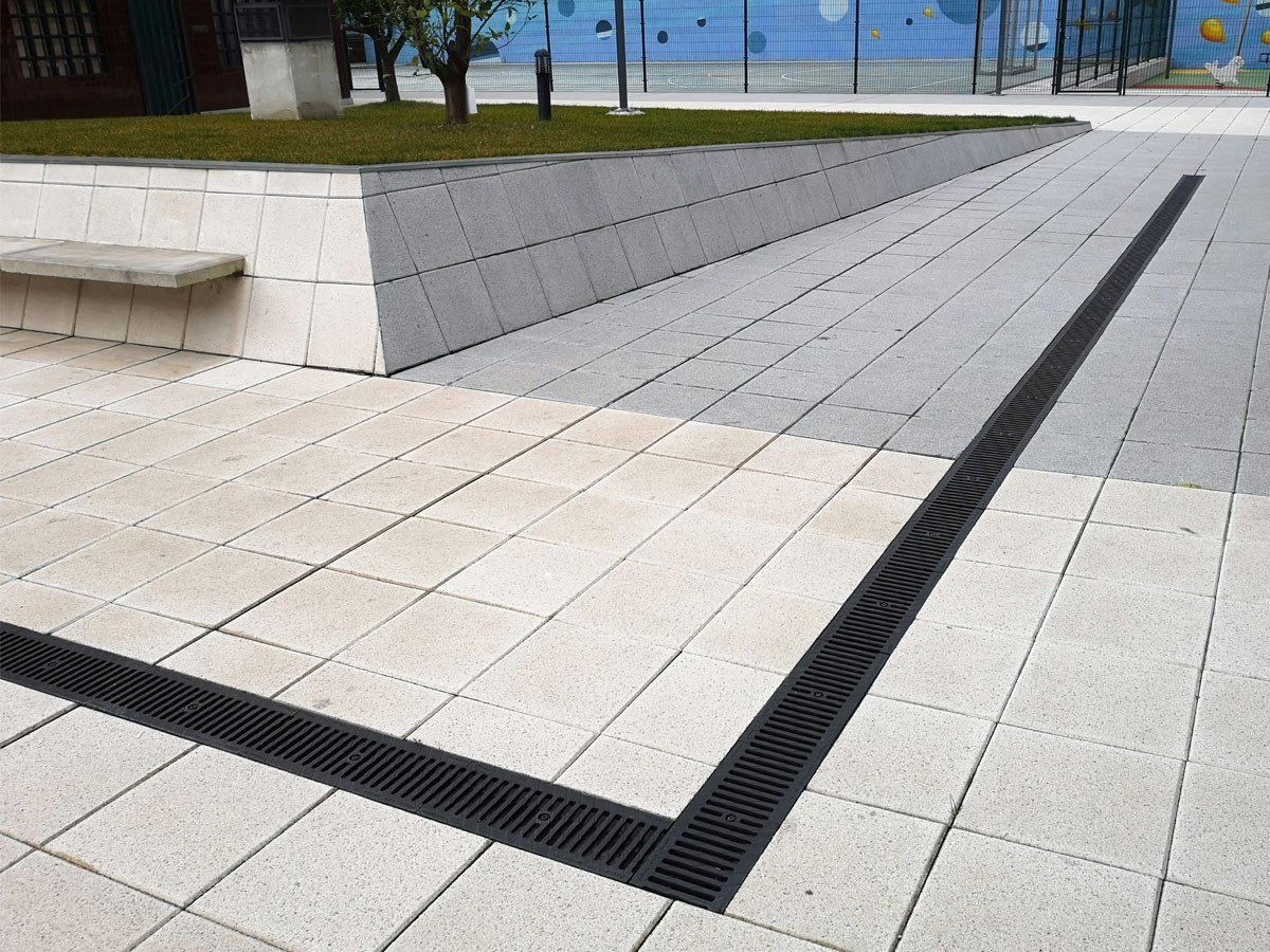 Shallow drainage channels for areas with height limitation