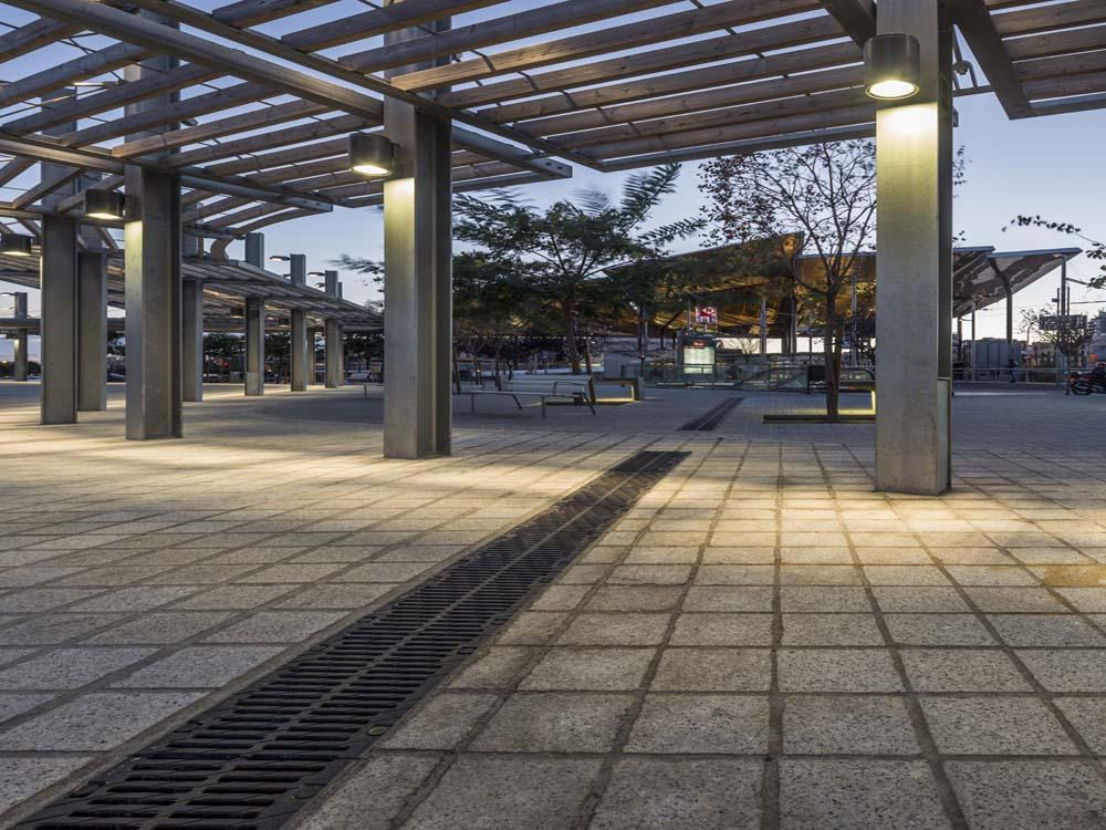 """ULMA drainage channels at the """"Mercat dels encants"""" site in Barcelona"""