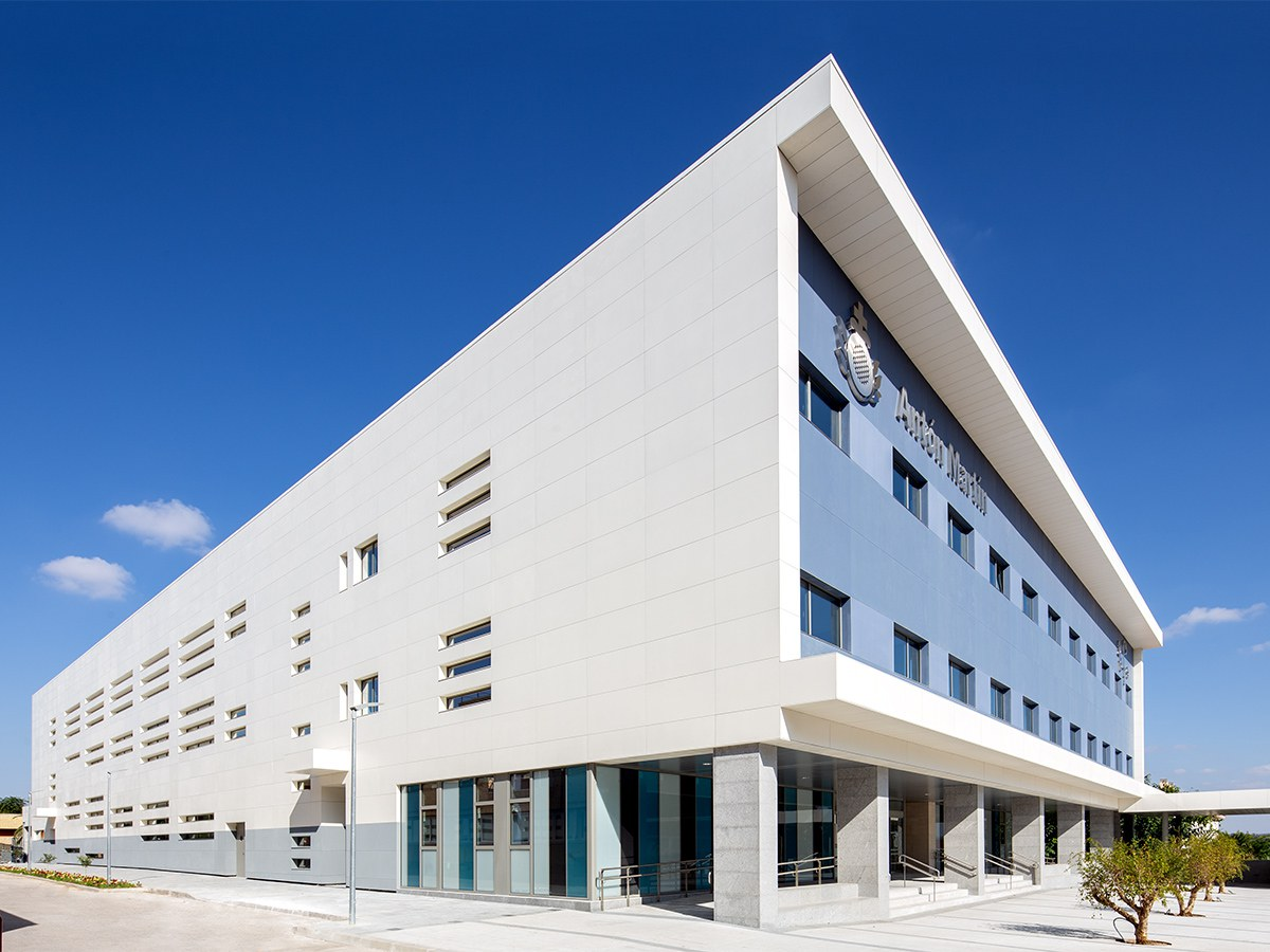 A clean, simple and durable facade for the San Juan de Dios centre in Ciempozuelos, Madrid (Spain)