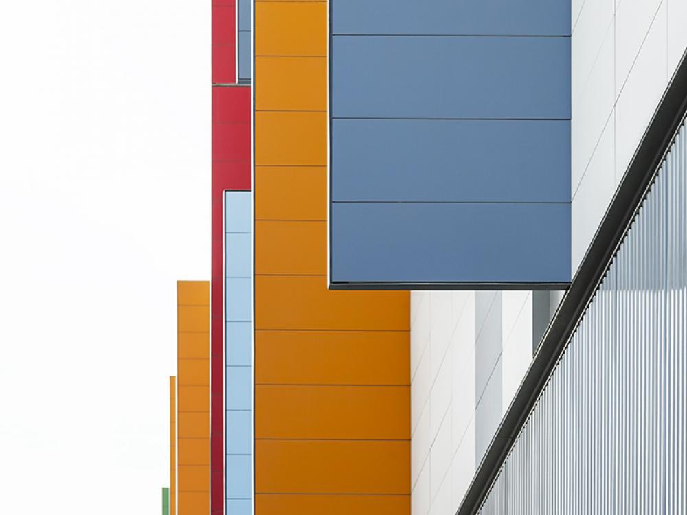 Colourful and energetically efficient police station has an ULMA ventilated facade