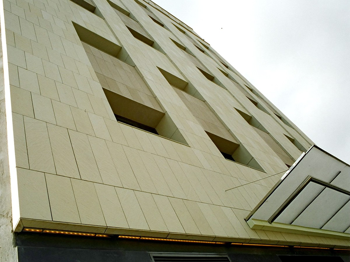 Eurostars Hotel in Barcelona with ventilated facade in polymere concrete