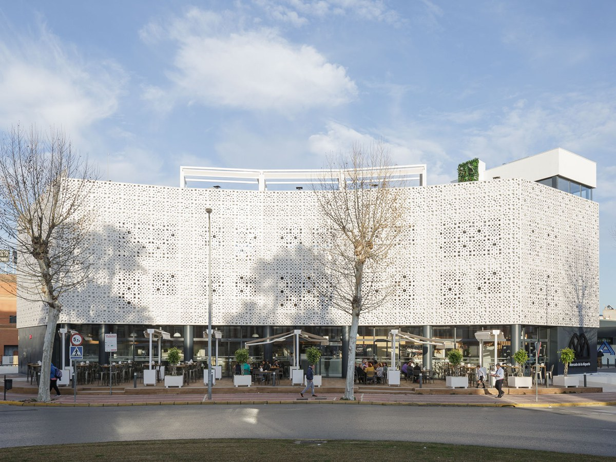"ULMA ventilated facade at the new Gourmet Market ""La Alquería"" in Seville"