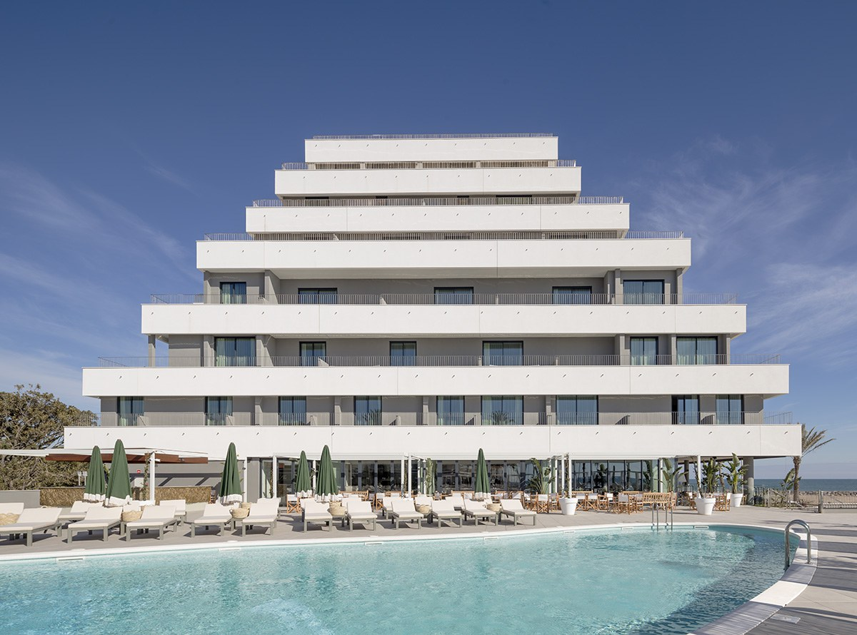 Incredible transformation into one of the biggest hotels in Sitges, Barcelone