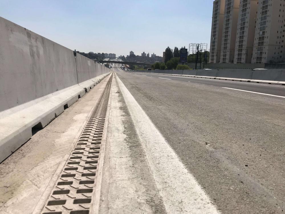 3000 ml de solución de drenaje  ULMA en la autopista  Anchieta  (BRASIL)