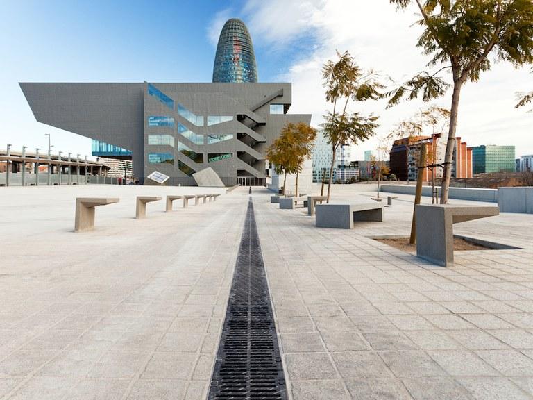 Ahorro y fácil mantenimiento urbano en el  CENTRE DE DISSENY de Barcelona