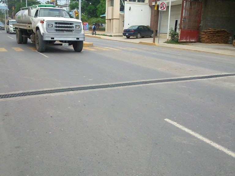 Canales de drenaje  ULMA en el  Boulevard  Adolfo López Mateos - MÉXICO