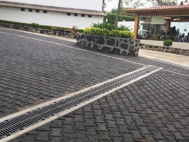 Canales de drenaje ULMA en el club campestre Centro Asturiano de Cuautla, México