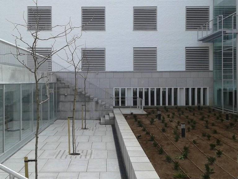Canales de drenaje ULMA en la Escuela de Arquitectura de Granada