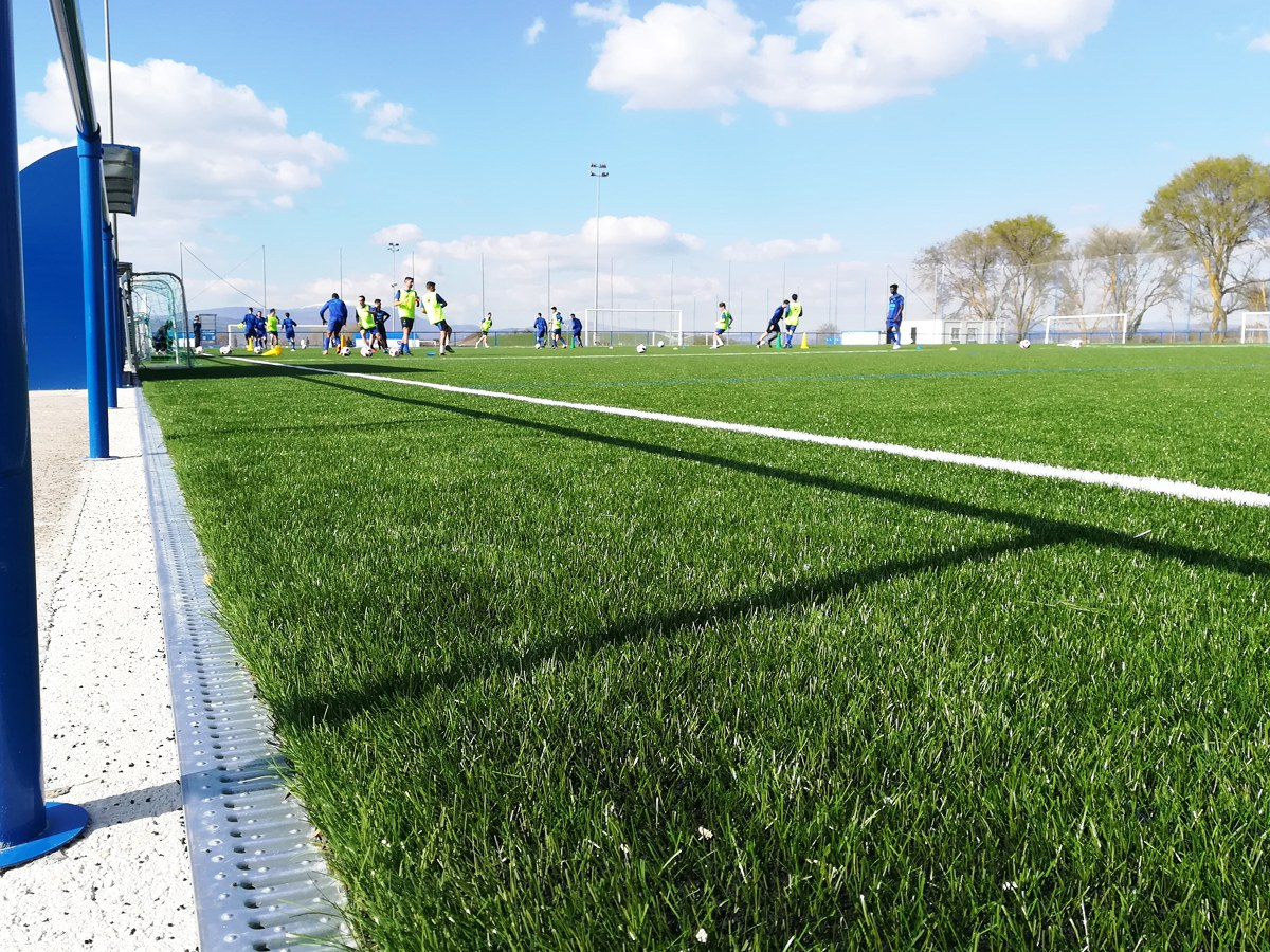 Canales ULMA para mejorar el drenaje de Ibaia, el campo de entrenamiento del Deportivo Alavés
