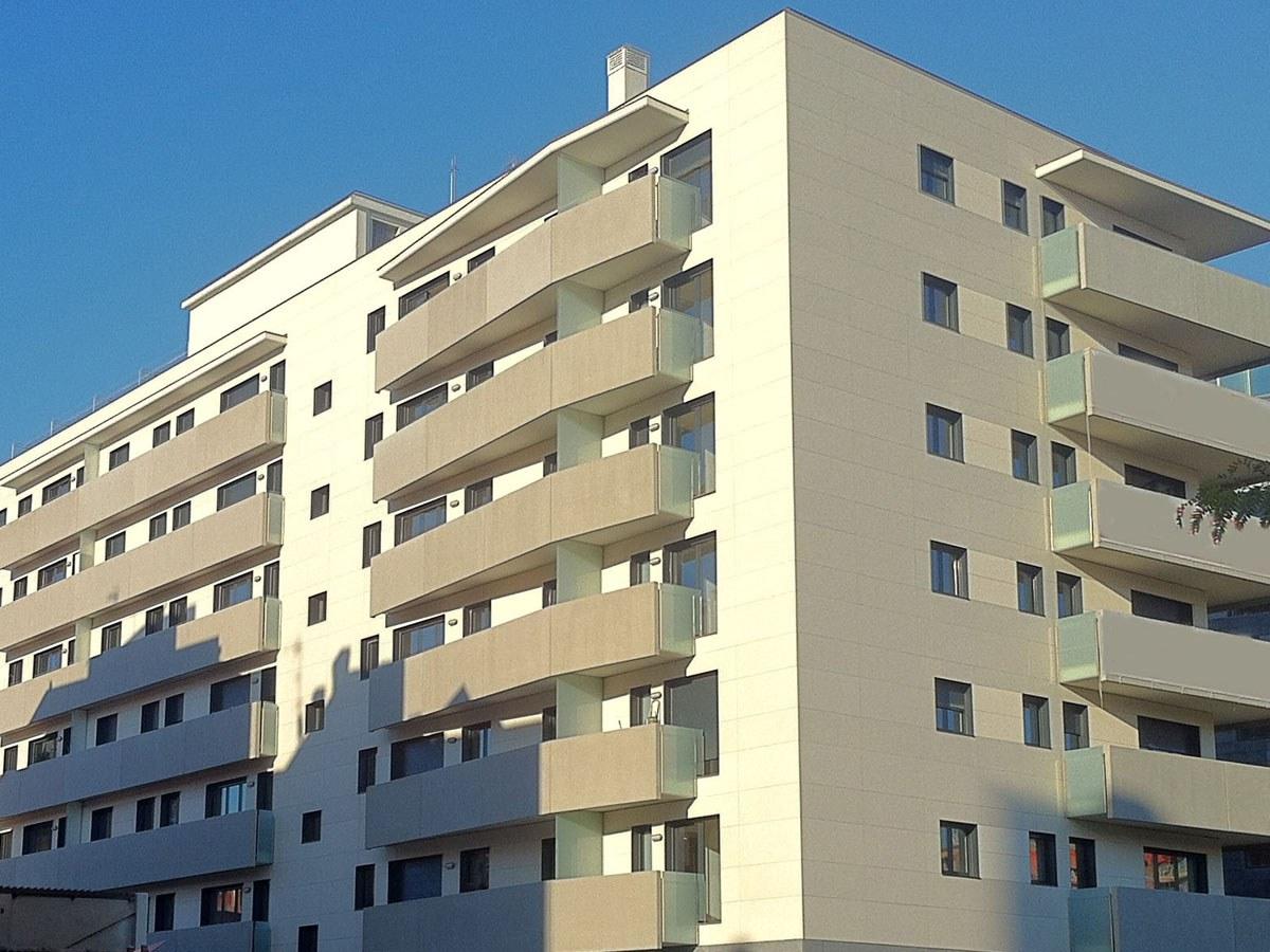 42 viviendas con Cerramiento de Fachadas ISOLA de ULMA