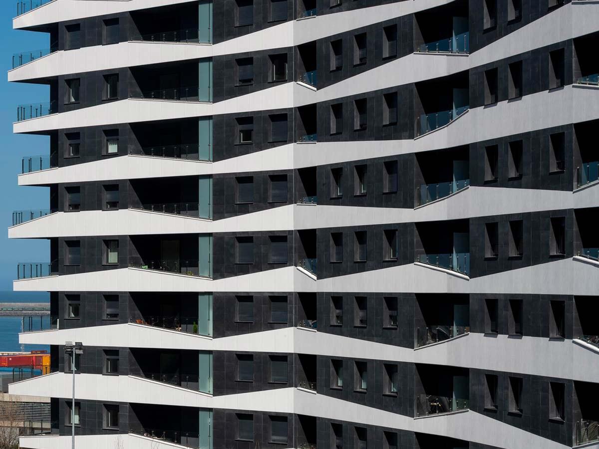 Cortes geométricos para crear una fachada que sobresale
