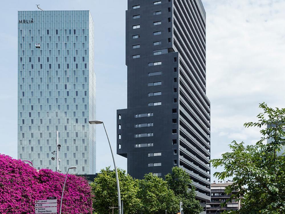 Fachada ULMA en el rascacielos de Diagonal en Barcelona