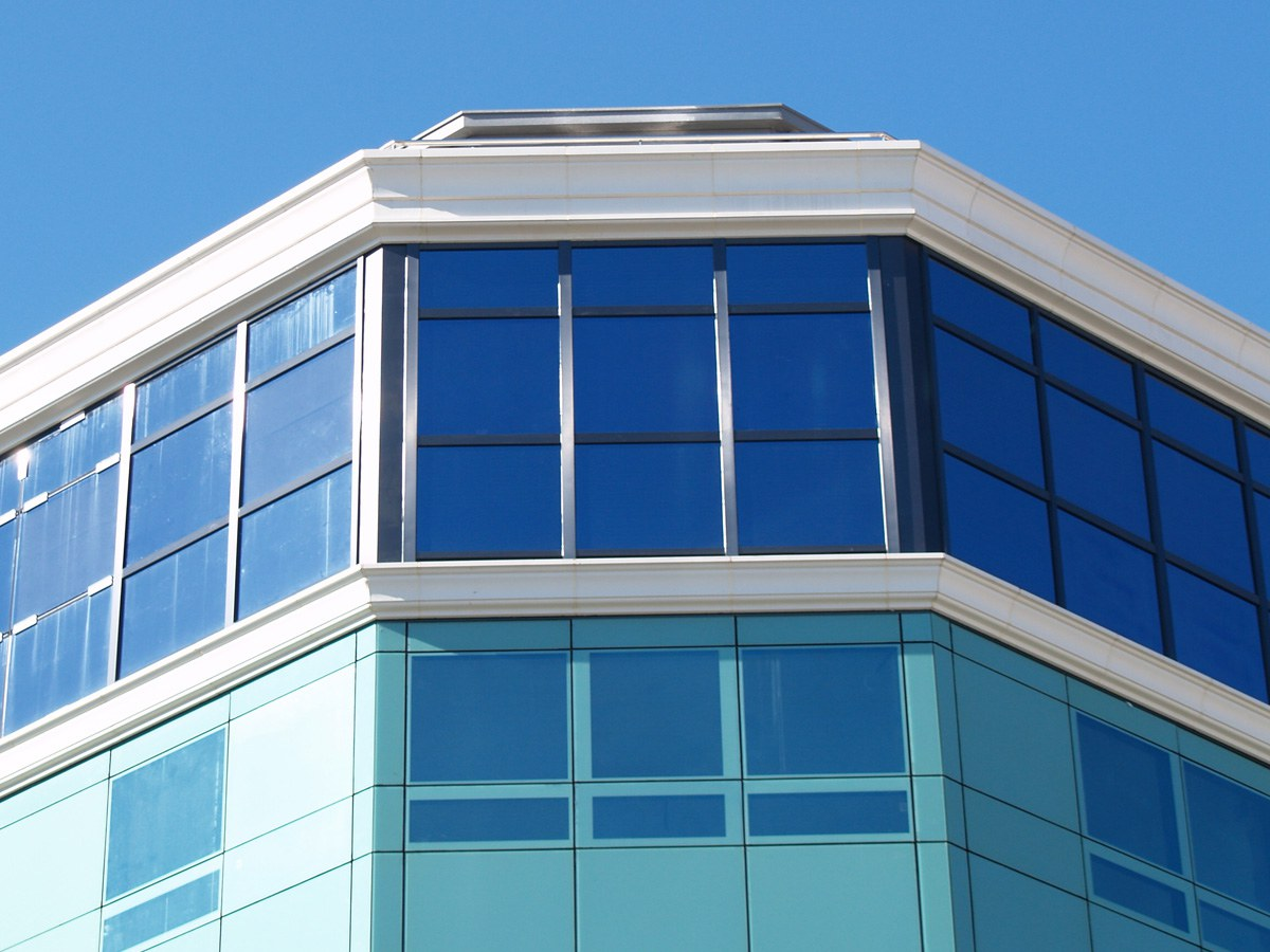 Cornisas y piezas especiales para edificio emblemático de 200 viviendas en  Boiro- Galicia