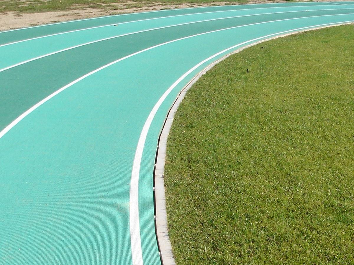 Canal de drenaje oculto ideal para pista de Atletismo