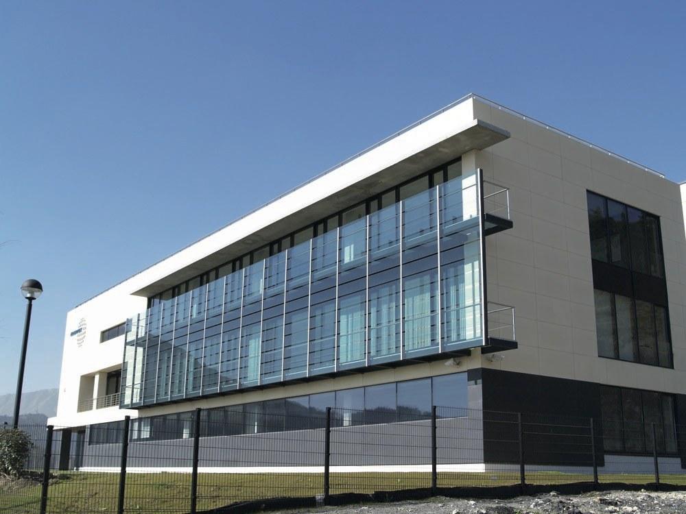Fachada Ventilada con Textura Tierra Pizarrosa en  edificio EDERTEK