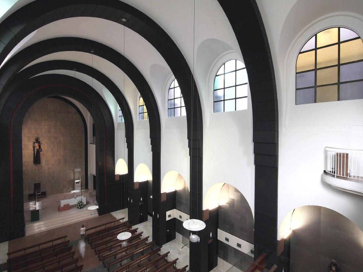 Complicidad entre arquitectura e industria: Iglesia de Gijón