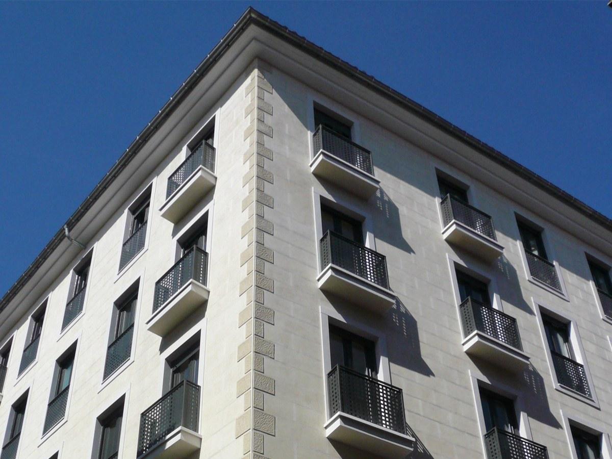 Recercados de ventana en la calle Dimas de Madrid