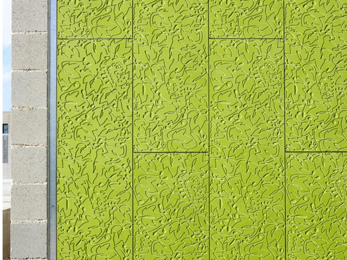 Testura pertsonalizatua hosto formarekin eta plaken instalazio sistema bertikala
