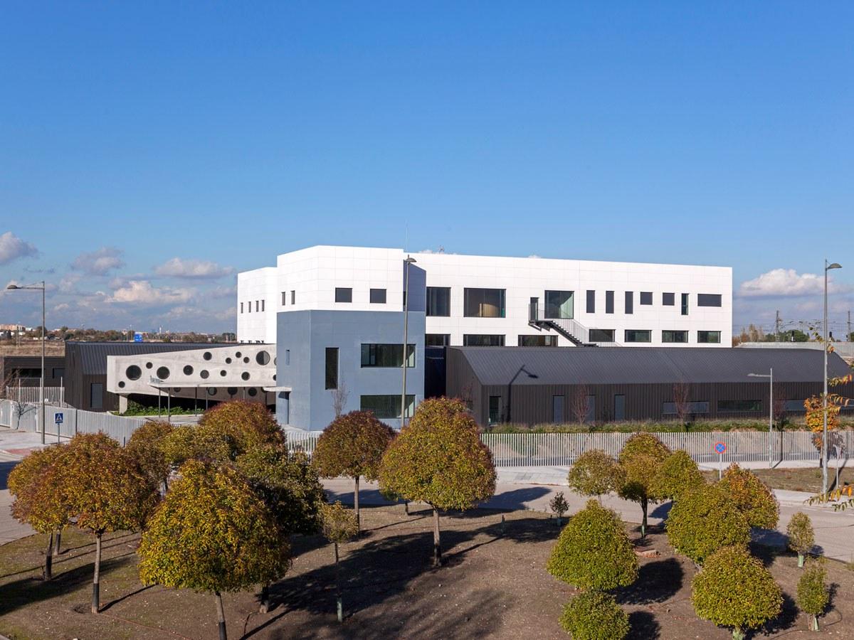 Estetika biribila eta prestazio energetiko handiak APANID Zentro Okupazionalerako (Getafe)
