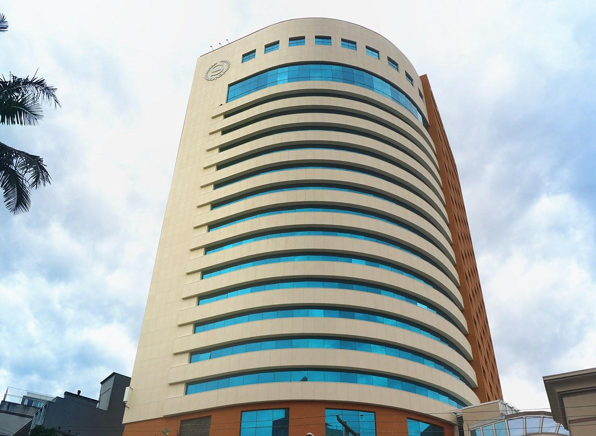 Fatxada eraberritzea Porto Alegreko Sheraton hotelean, Brasil