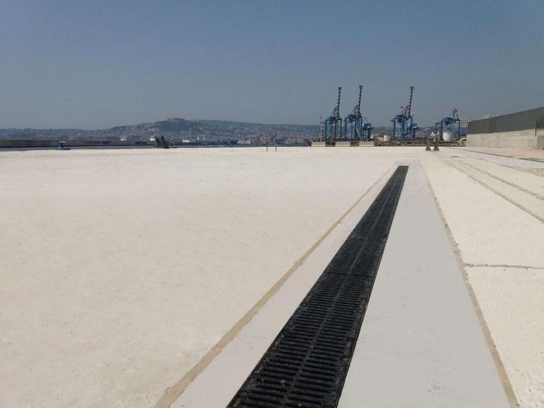 ULMA Drainatze kanalak Napolesko portuan, Italian