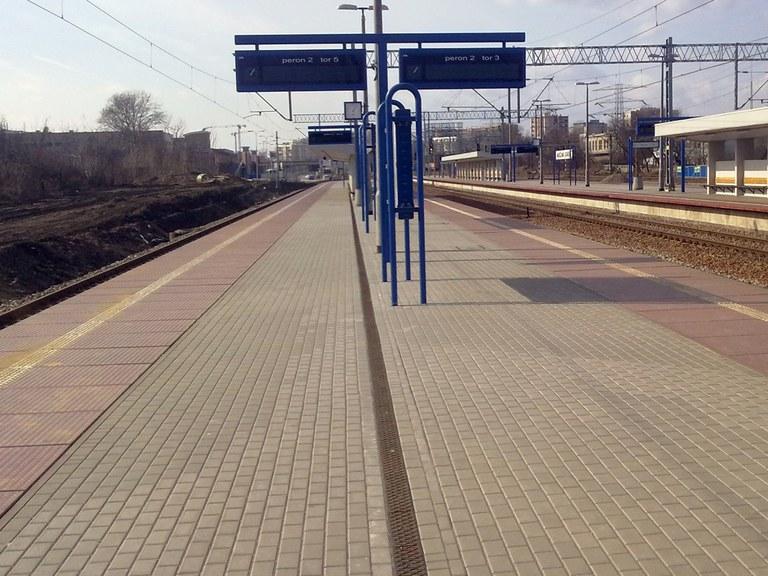 VARSOVIA tren geltokia - Polonia