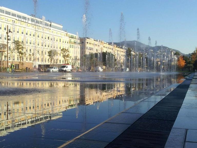 Le Miroir d'eau à Nice est équipé de caniveaux ULMA