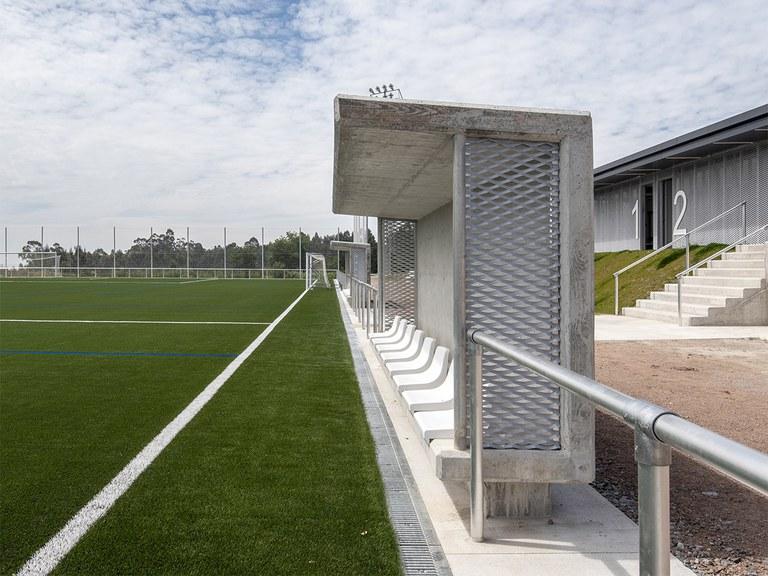 Des caniveaux de drainage specifiques pour les terrains de football