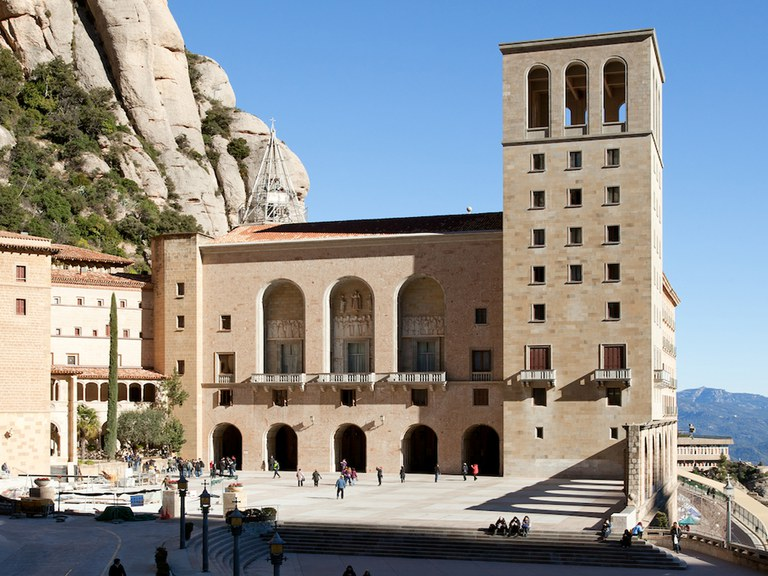 Montserrat Sanctuaire avec grille à fente