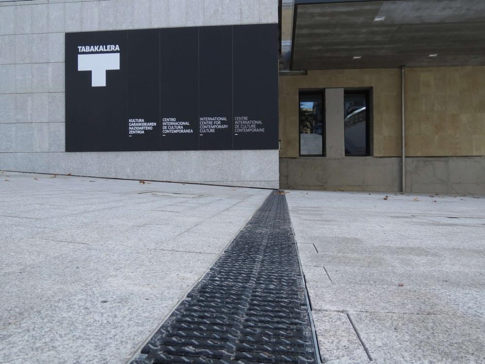 Canali di drenaggio ULMA per la ristrutturazione dell'edificio Tabakalera