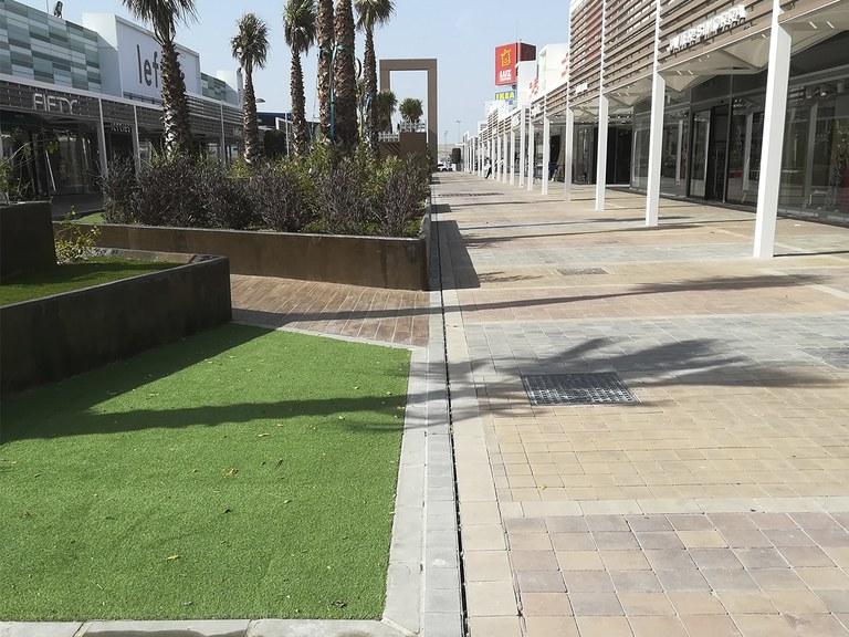 Canali ULMA con copertura a fessura per la ristrutturazione del Parco Commerciale Luz Shopping (Spagna)