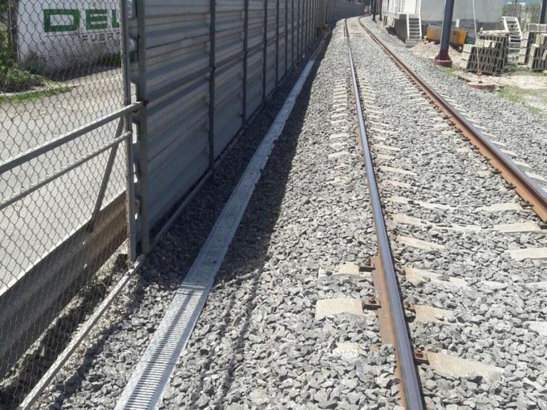 Drenaggio ULMA lungo i binari del treno suburbano Cuautitlan -Buenavista, nello stato del Messico