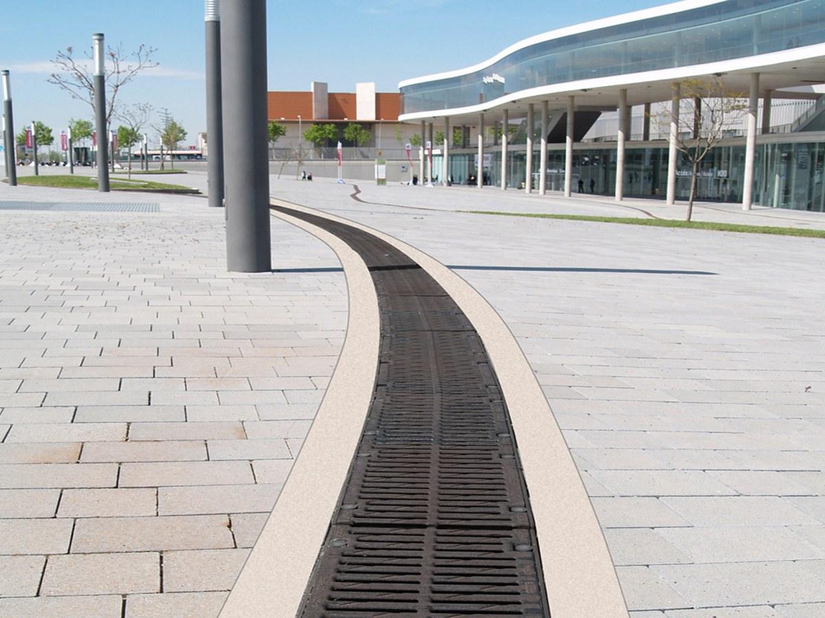 Fiera di  Barcellona -Maggiore prestazione idraulica con i canali con pendenza