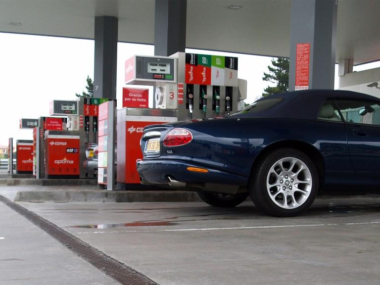 Posto de conbustível  - norte de Espanha, com canais Civil-F