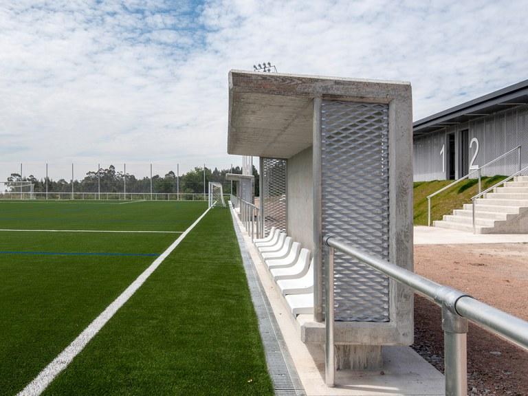 Canais de drenagem específicos para campos de futebol