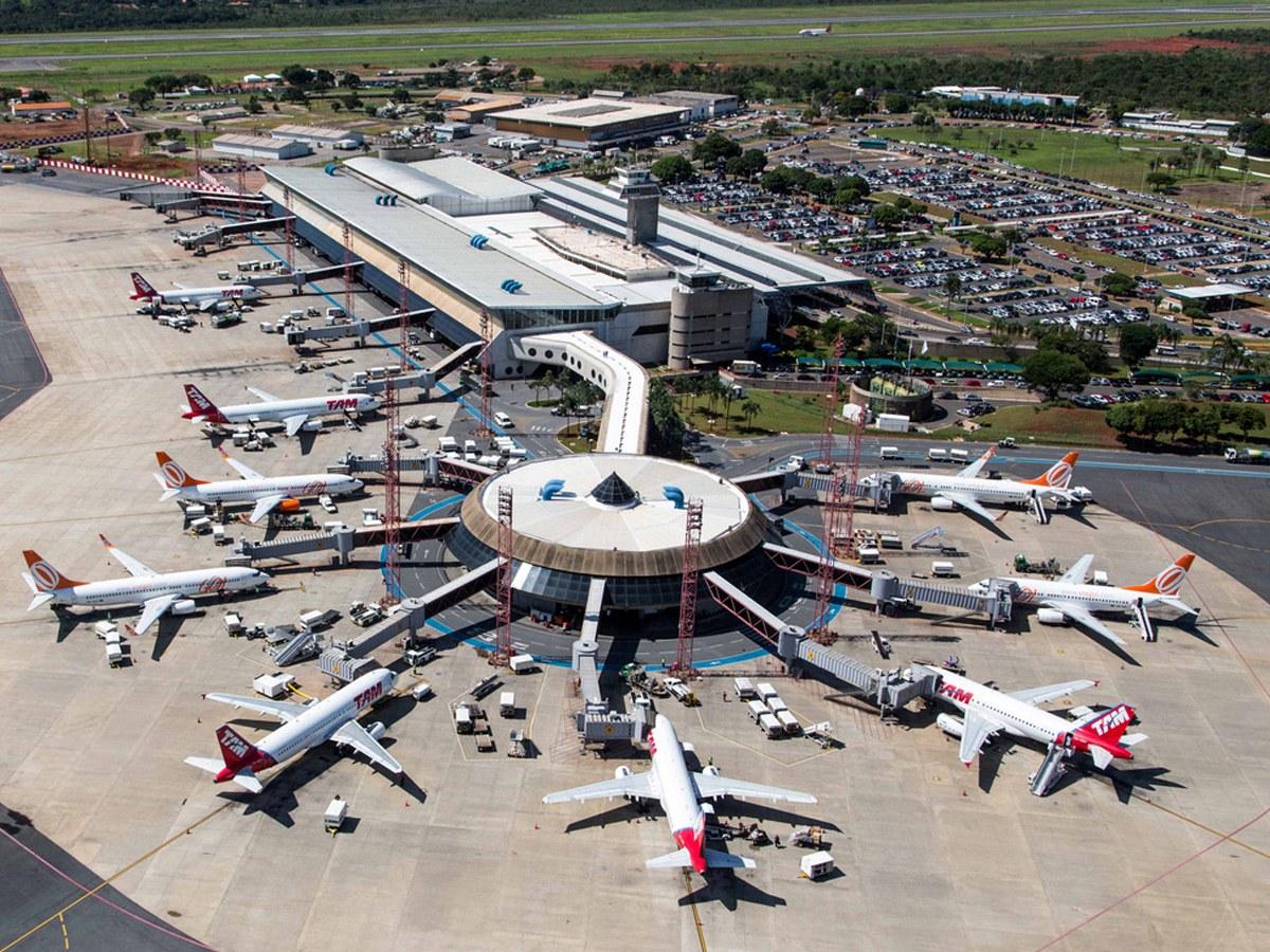 Canais de drenagem no Aeroporto de Brasília