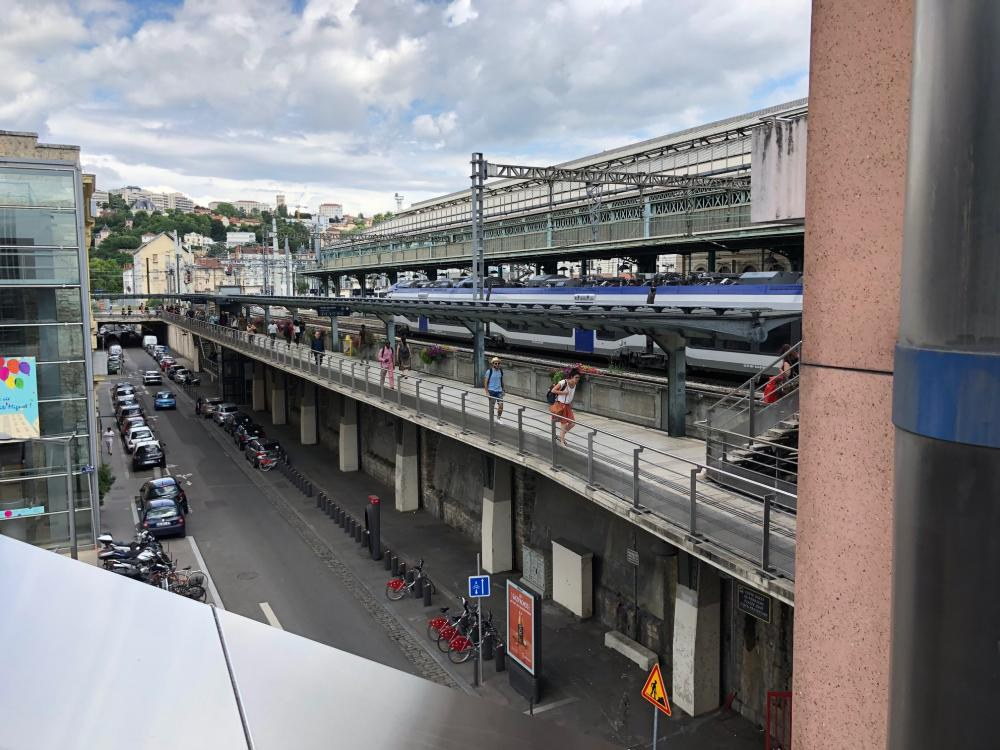 Canais para zonas limitadas em altura na estação de Lyon-Perrache