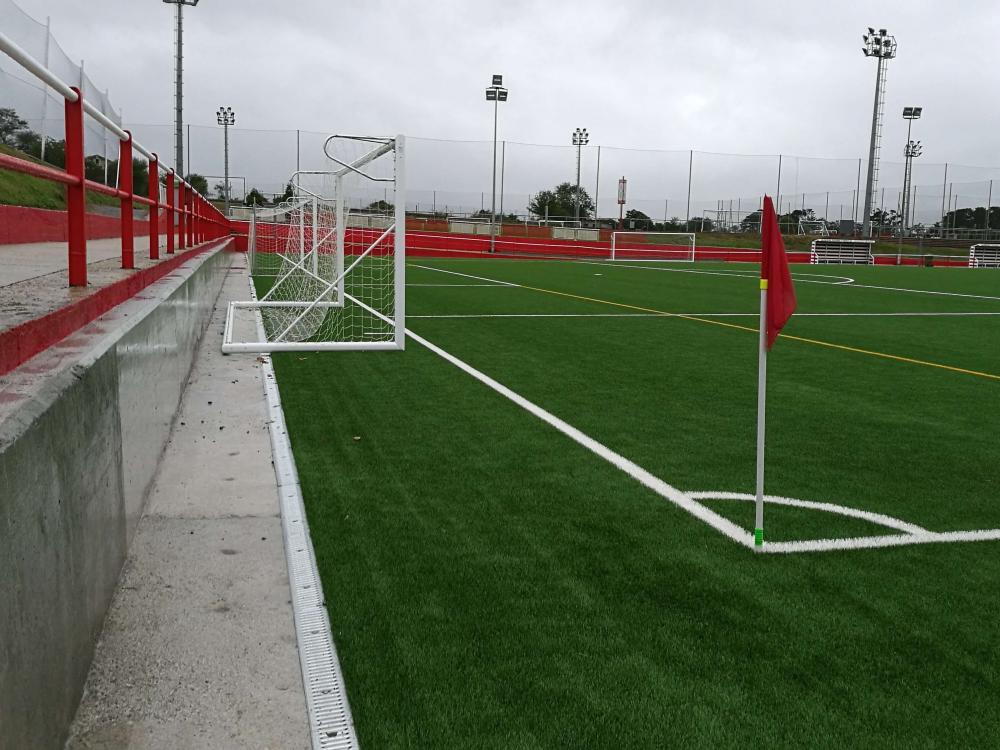 Linha SPORT para o campo de futebol do Sporting de Gijón