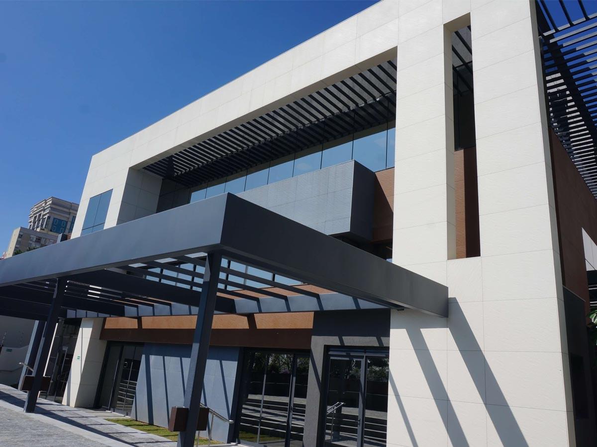 A nova sede do SINAFER-SP reformada com a fachada ventilada da ULMA