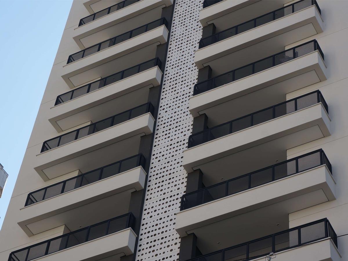 Painéis de concreto polímero instalados em novo edifício residencial de São Paulo