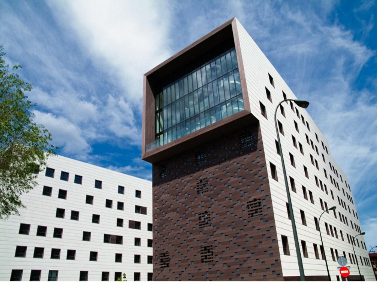 Residência BBK em Bilbao, com 6.000 m2 de fachada ventilada ULMA