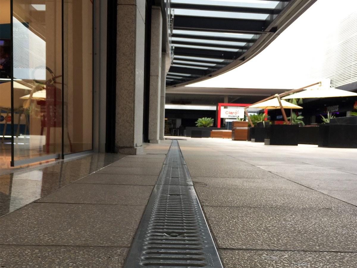 Canais de drenagem no Shopping Viva Open Mall  em Porto Alegre, RS
