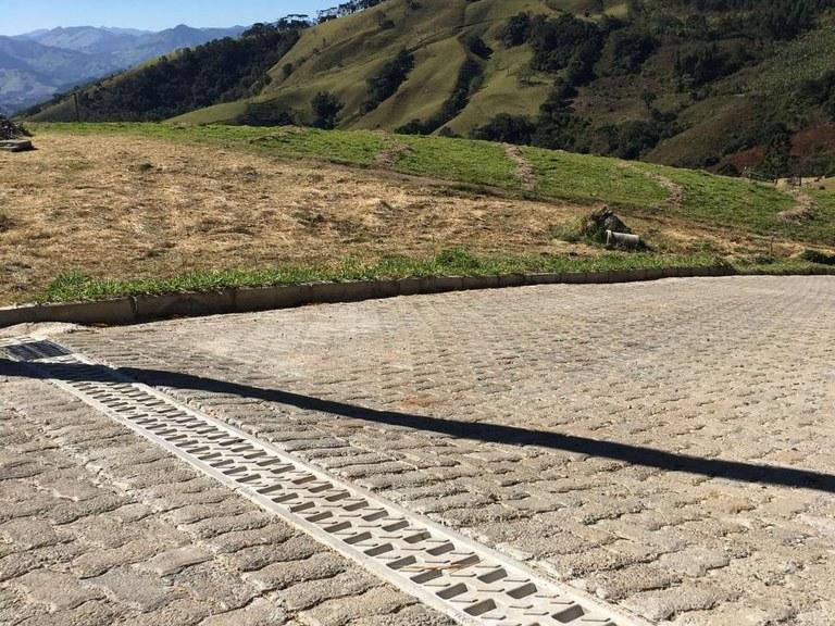 Sistema de drenagem ULMA no primeiro Eco-Barrio da cidade de Gonçalves, MG